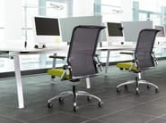 Task chair with 5-Spoke base with casters KINETA | Task chair with armrests - König + Neurath