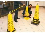 Area marker, barrier, and column Paletti segnalatori di sicurezza - STUDIO T