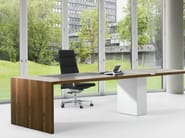 Swivel high-back executive chair with armrests .QU 2 - Spiegels