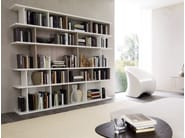 Open freestanding lacquered bookcase DOMINO | Bookcase - Zalf