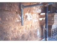 Tempio di San Biagio, Montepulciano (Siena) - Le macchie bianche e efflorescenze dei sali sulla superficie del travertino, causate da infiltrazioni di acqua piovana dalla copertura