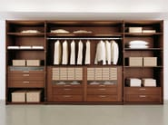 Walnut walk-in wardrobe MULTI-FORMA II | Walnut walk-in wardrobe - Hülsta-Werke Hüls