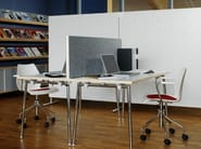 Sound absorbing wooden workstation screen DOREMI - Abstracta