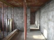 Sound insulating concrete masonry block Bioclima fonoisolante da intonaco - EDIL LECA Divisione MURATURE