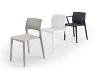 Stackable chair with armrests - Sedia in polipropilene