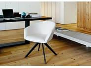 Upholstered armchair on trestle base - Poltrona imbottita su trespolo