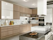 Lacquered kitchen with island with integrated handles - Timeline legno cerused white finish-laccato pieno lucido