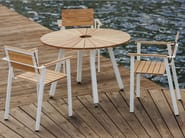 Round steel and wood garden table SUNSET | Garden table - Nola Industrier