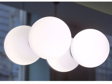 Un braccio che sporge dal muro con una lampada simple with un