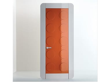 Hinged lacquered wooden door GAME