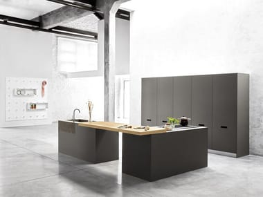 Cucina con isola MUSA I. By Polaris Life design ARIS architects