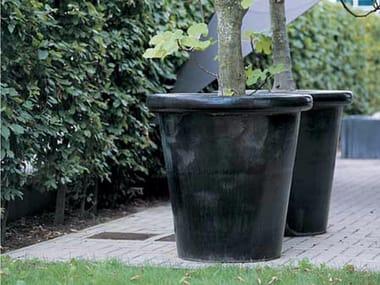 Terracotta garden vase LONDON