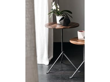 Round walnut table OFFICINA | Wooden table