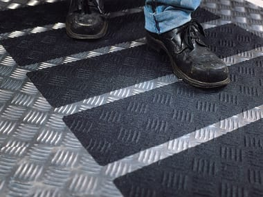Non-slip treatments for floorings