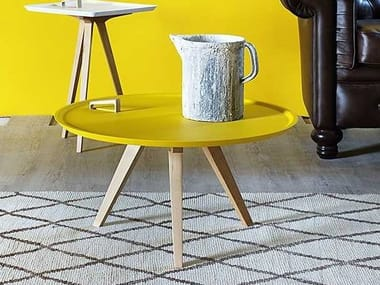 Round wooden coffee table SERVOLONE | Round coffee table