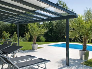 prgola en aluminio y vidrio terrado