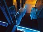 Baranda de escalera en aluminio y vidrio Baranda de escalera en aluminio y vidrio - FARAONE