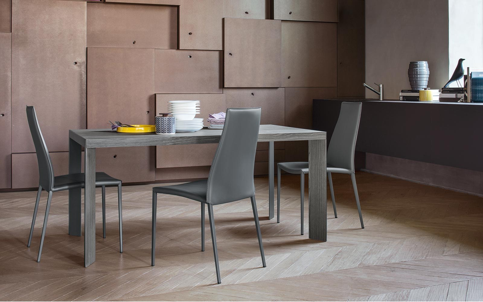 Aida sedia in cuoio rigenerato by calligaris design studio 28 for Calligaris sedie