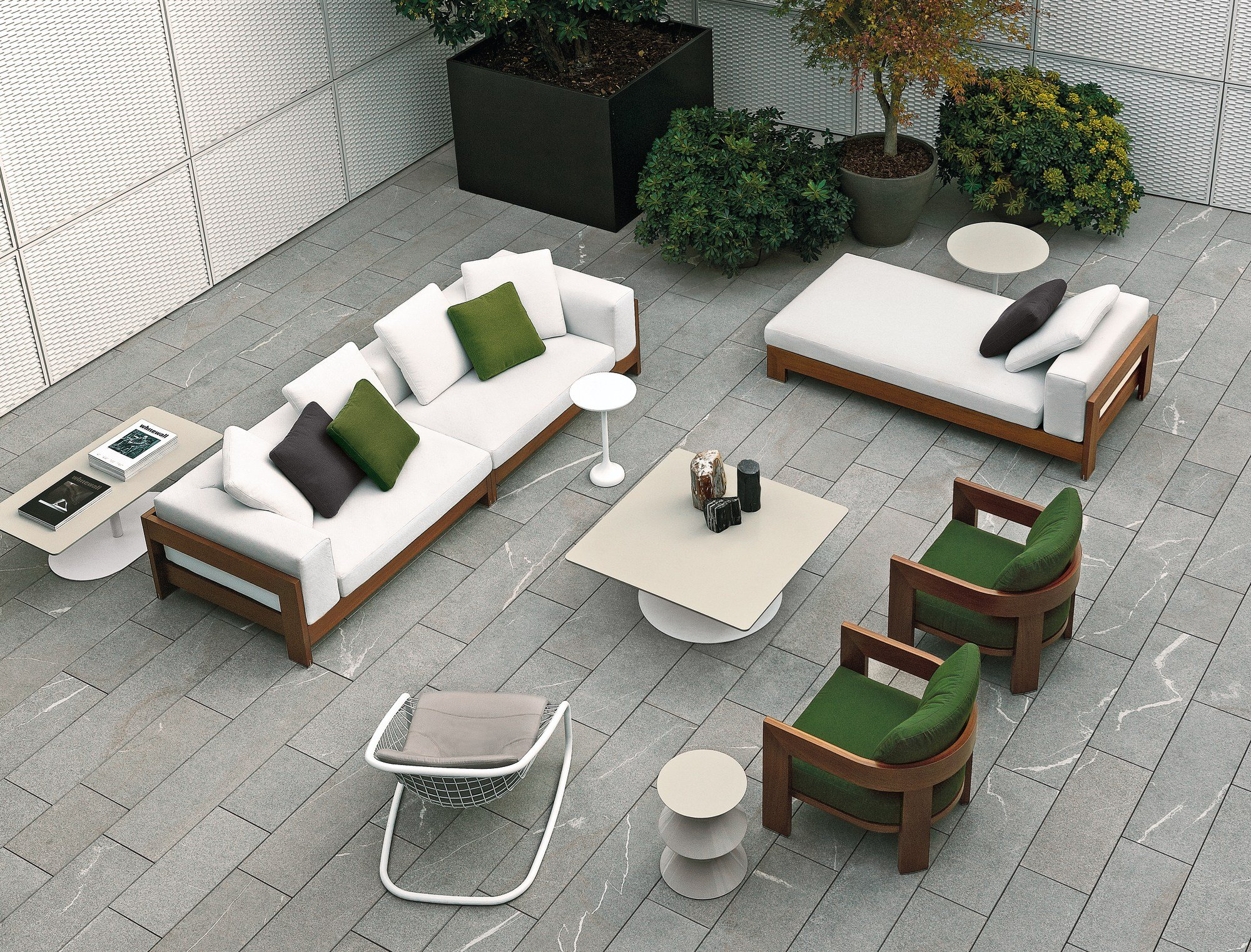 Alison iroko outdoor by minotti design roberto minotti for Divano rattan leroy merlin