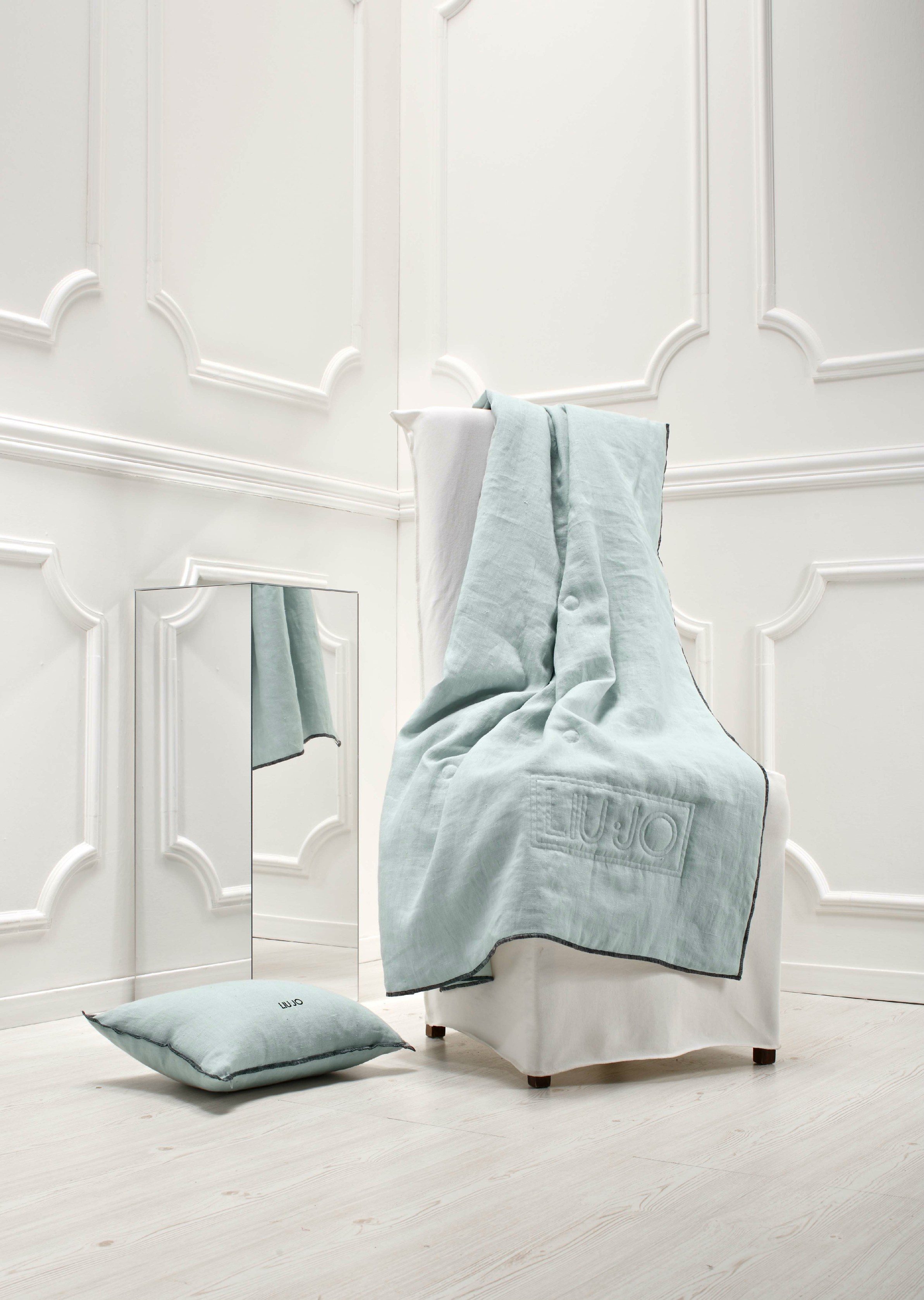 Solid-color washable fabric chair cover AMICO by Liu Jo ...