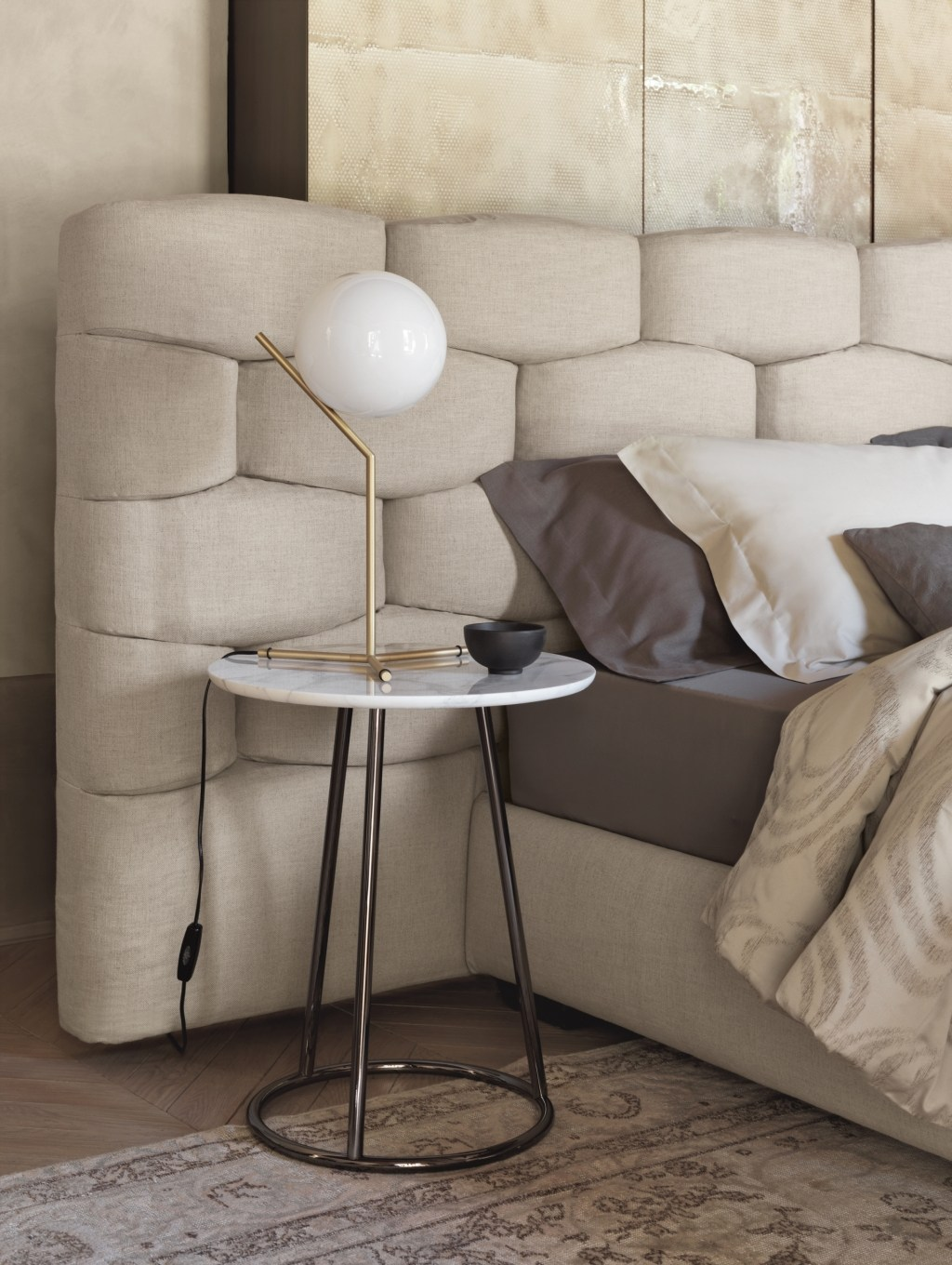 ANGLE Runder Couchtisch by Flou