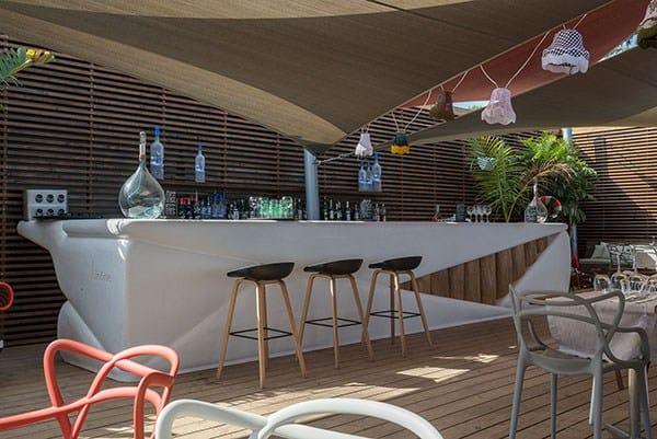 Bancone bar in resina bar bond binome - Restaurant le marais hyeres ...