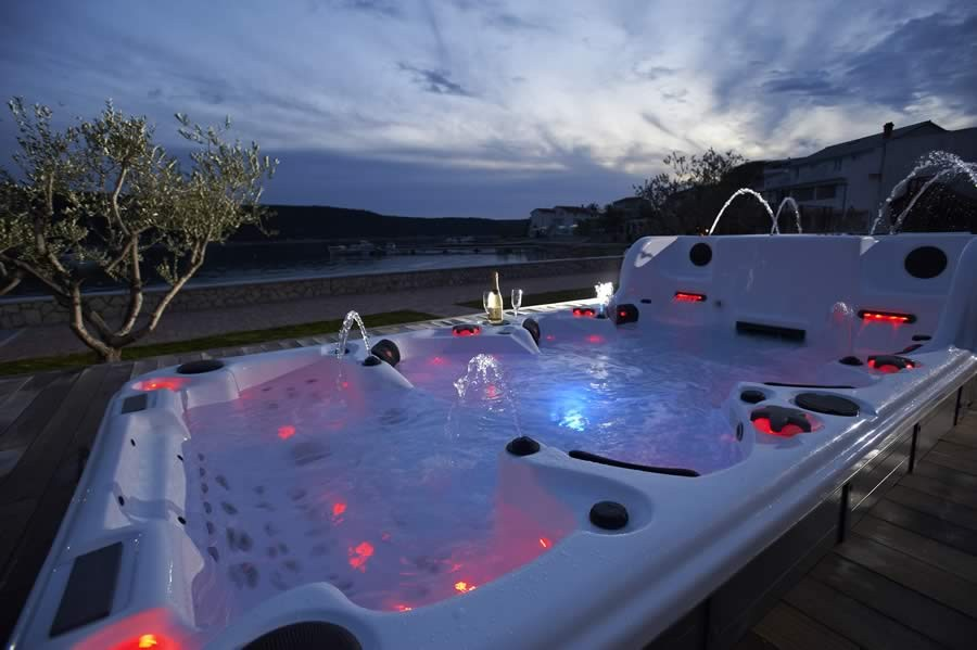 Related Keywords Suggestions For Luxury Hot Tubs