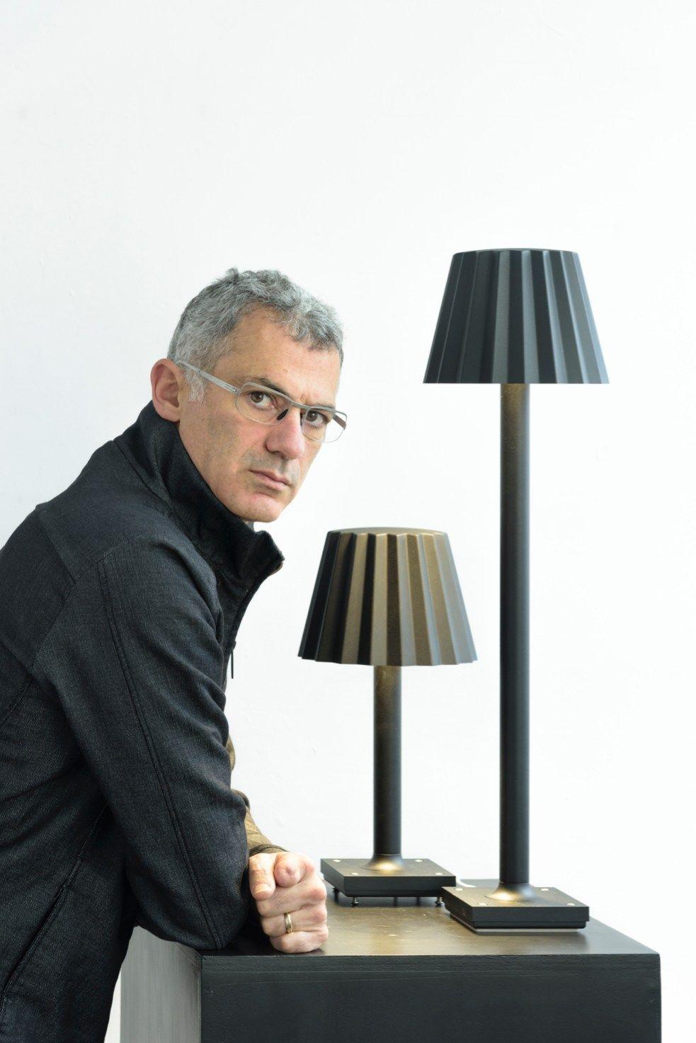 lampada da terra a led in alluminio butler p by delta light design arik levy. Black Bedroom Furniture Sets. Home Design Ideas