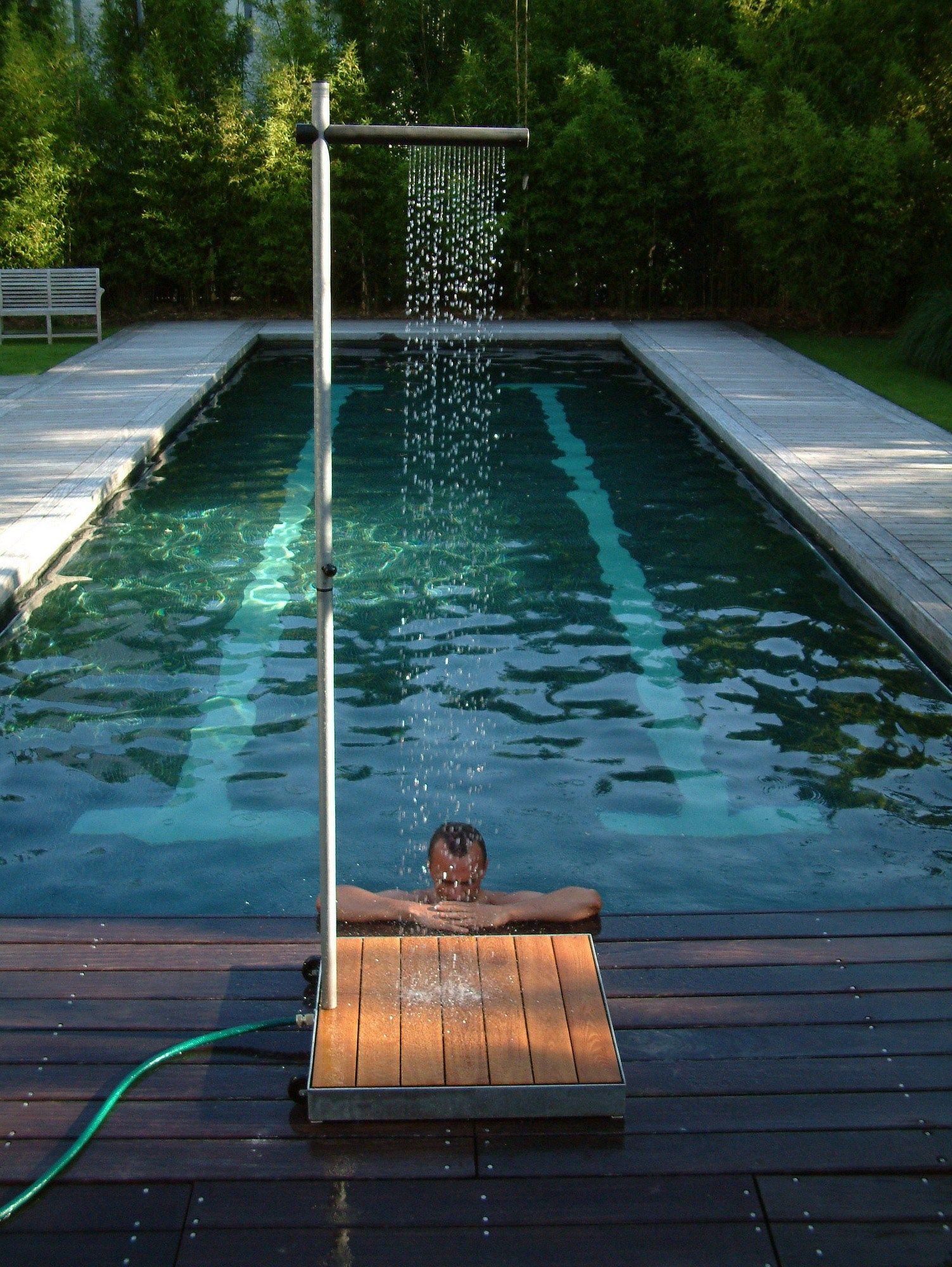 Doccia esterna cascade by tradewinds for Designer jardin