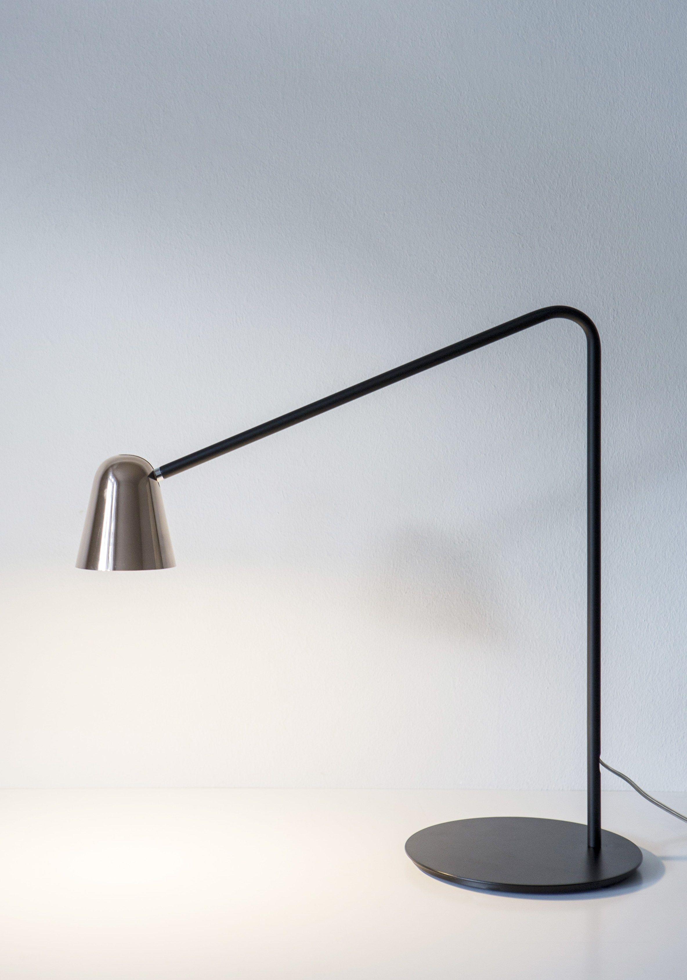 Chaplin lampada da scrivania in metallo by formagenda - Lampada da scrivania design ...