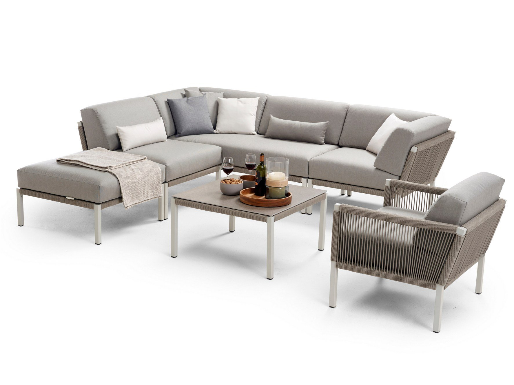 Club sectional sofa by solpuri design klaus nolting for Design studio sectional sofa