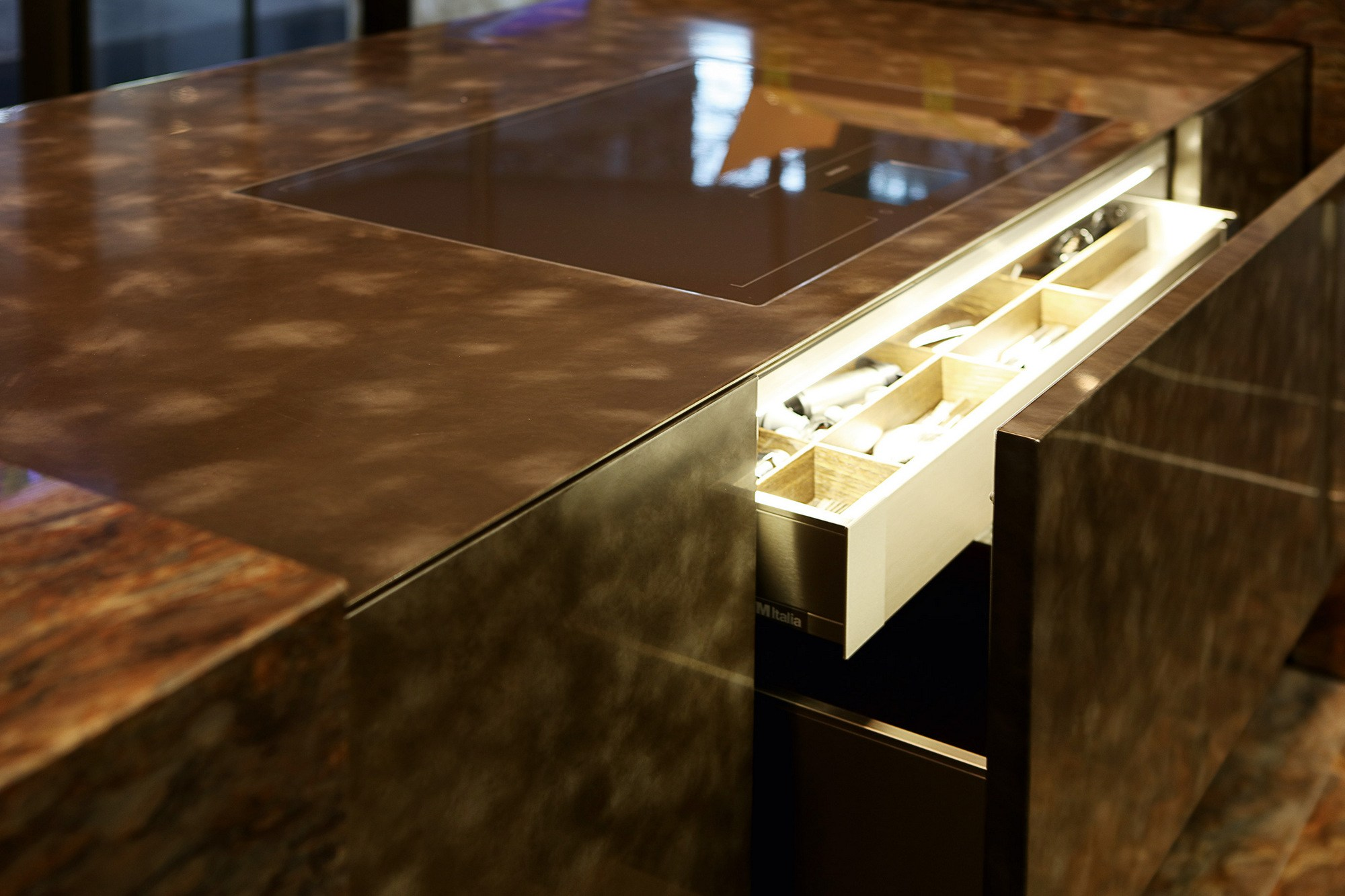 D90 cucina in quarzite by tm italia cucine - Quarzite piano cucina ...