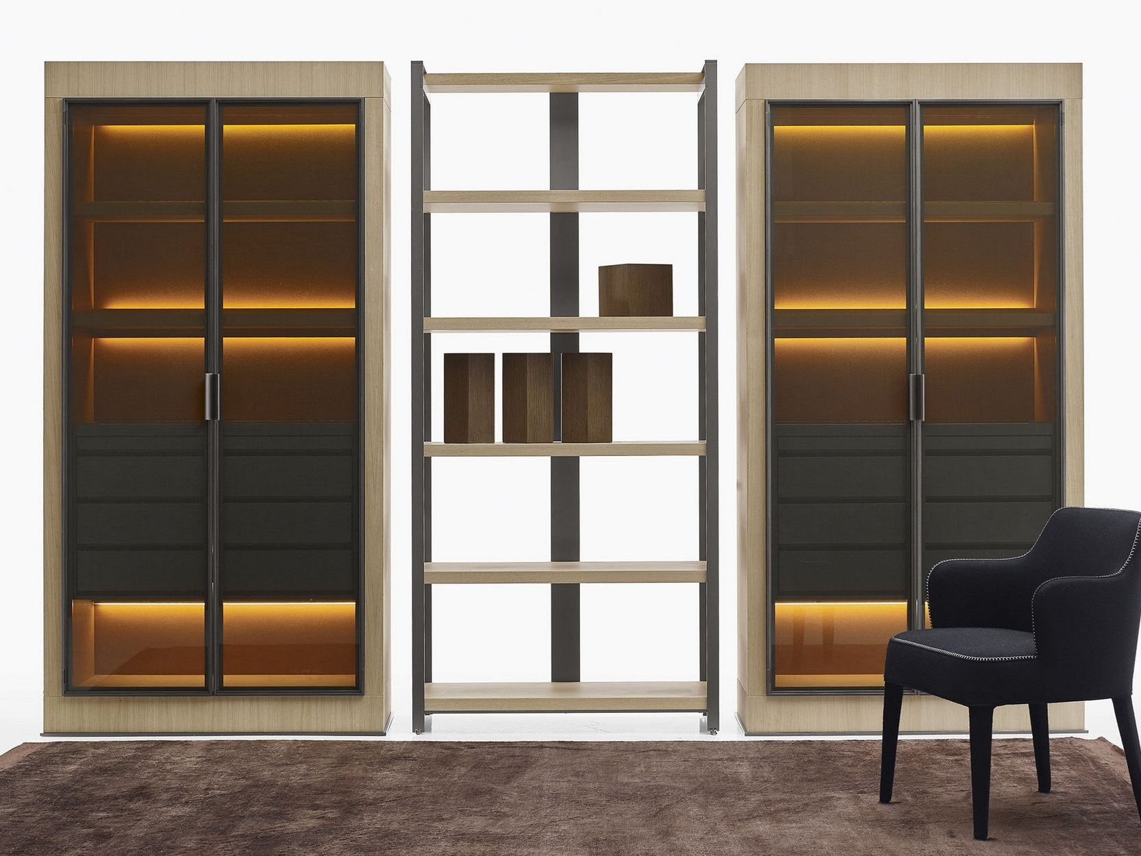 Eracle display cabinet with integrated lighting by maxalto for Armoire salon design