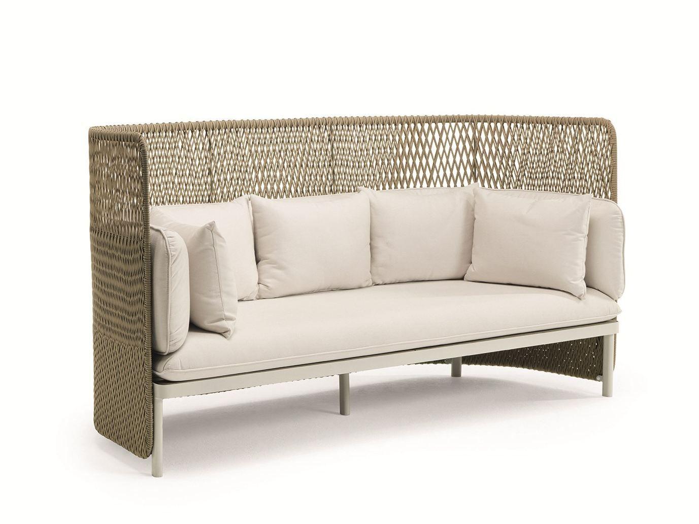 Divano da giardino in stile moderno esedra divano con schienale alto by ethimo design luca nichetto - Divano schienale alto ...