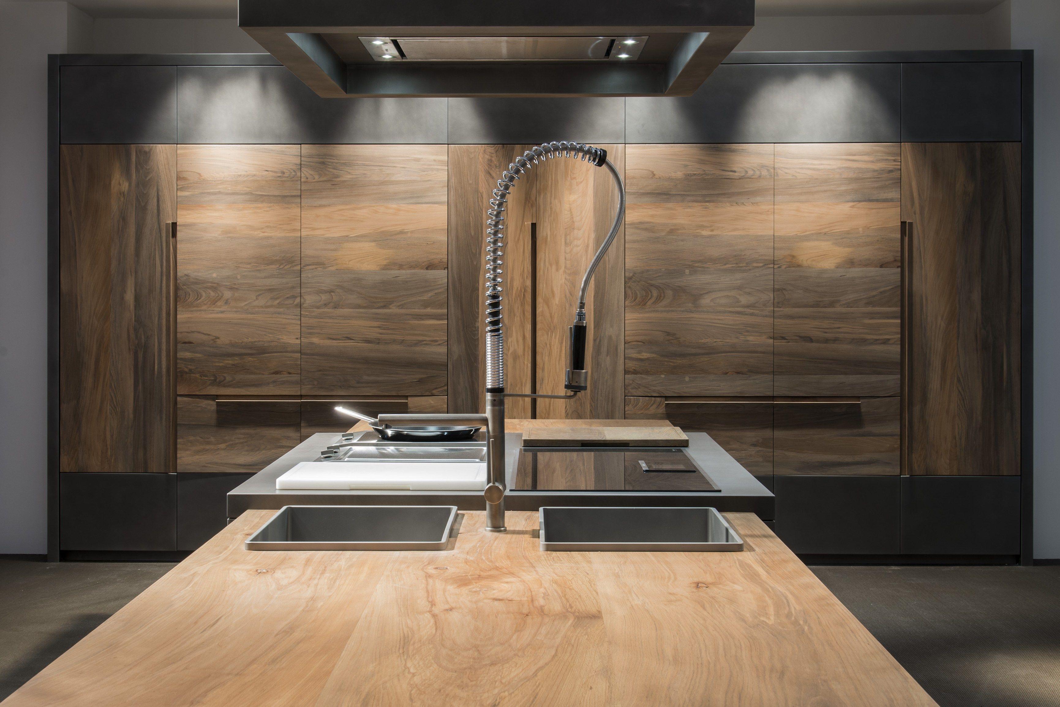 Cucina in faggio con isola essence by toncelli cucine for Cucina minimal