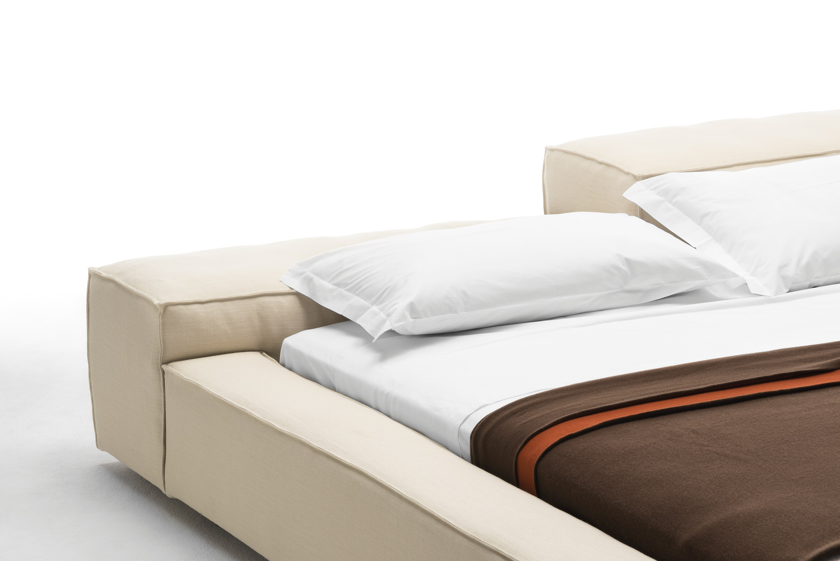 EXTRASOFT Bed by Living Divani design Piero Lissoni