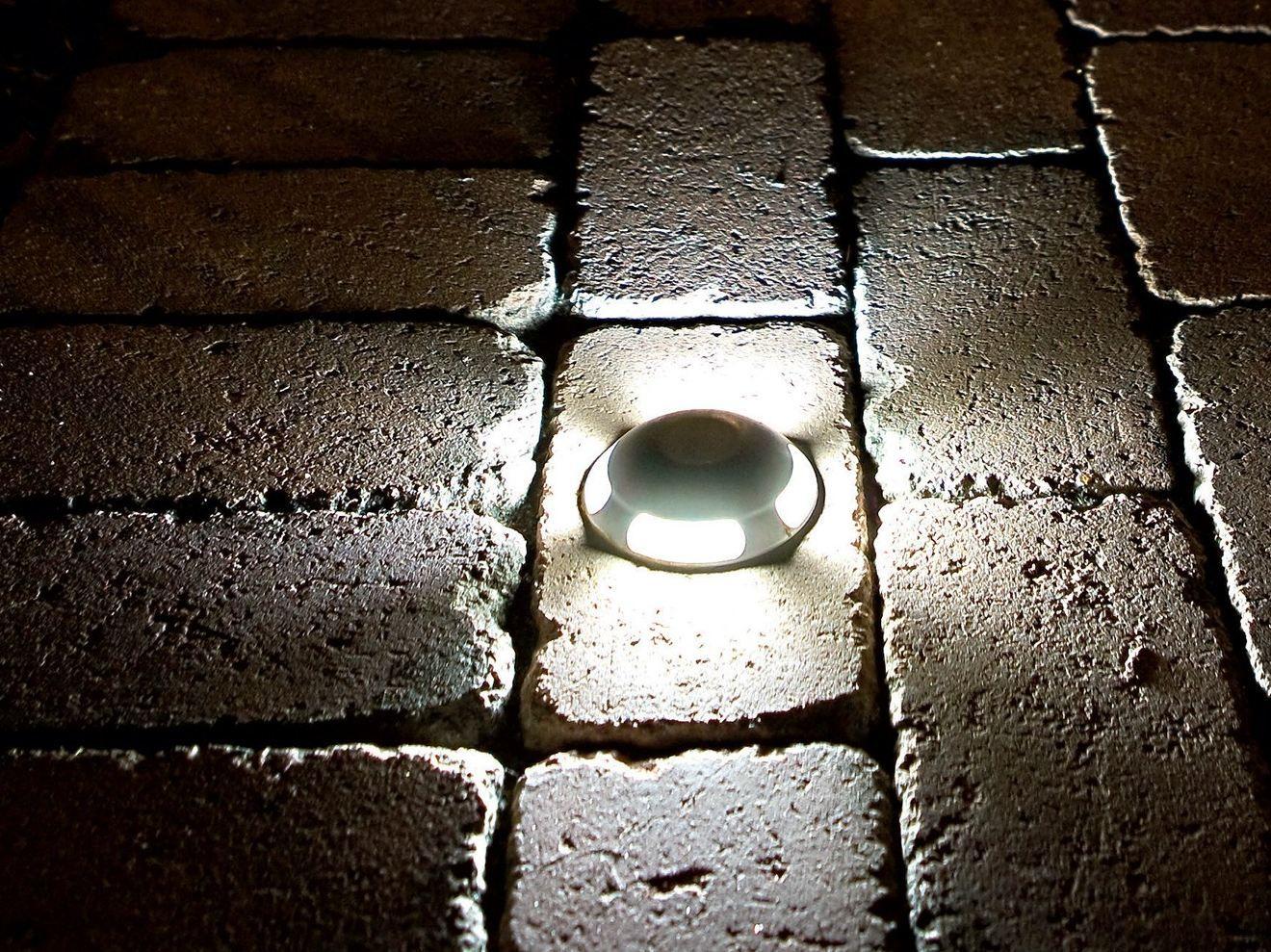 Illuminazione da incasso a pavimento in alluminio per for Faretti per esterno