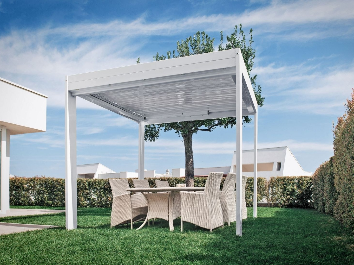 aluminium pergola with adjustable louvers flap cabrio by frigerio tende da sole design frigerio. Black Bedroom Furniture Sets. Home Design Ideas