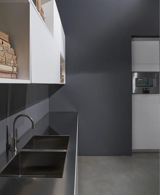 FLY Küche mit Kücheninsel by RIFRA