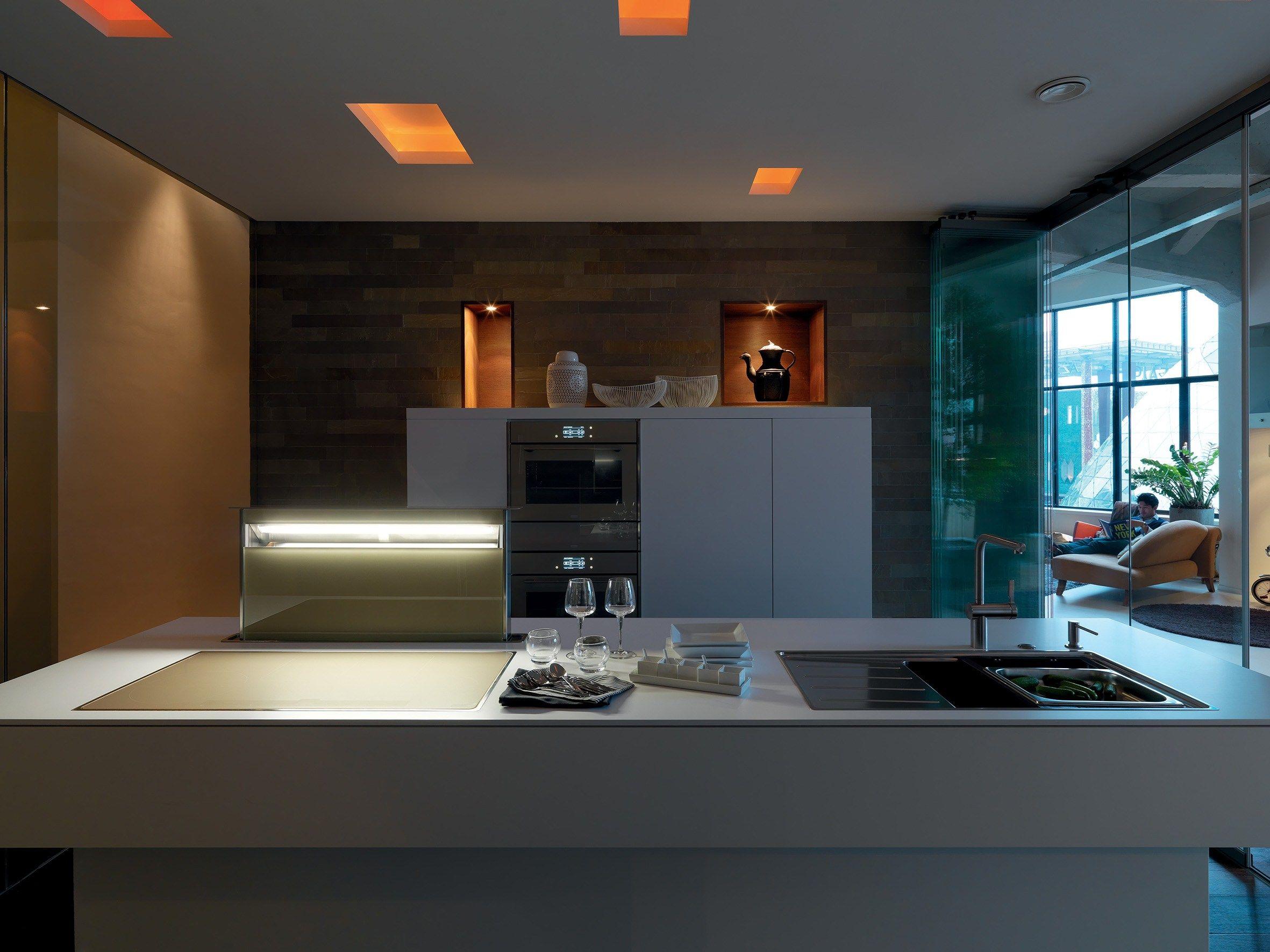 Cucine con tavolo incorporato for Piani cucina quadrati