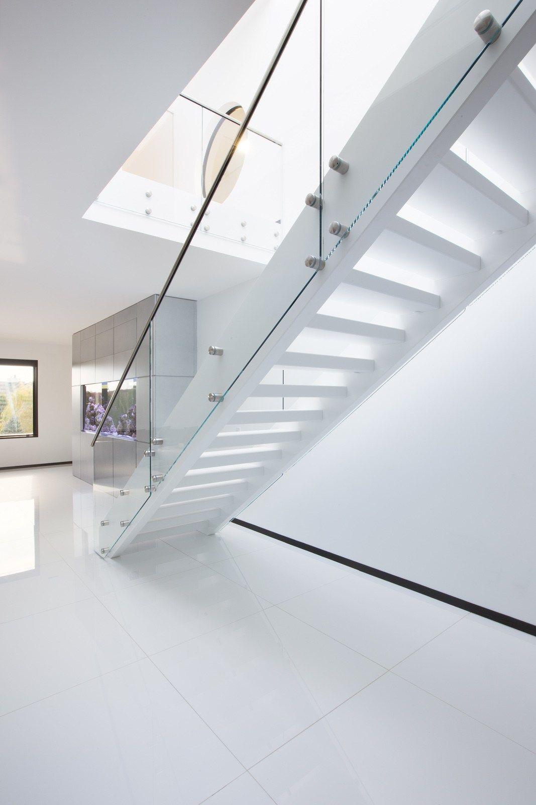 Freitragende gerade Offene Treppe aus Holz und Glas FUTURE MODERN ...