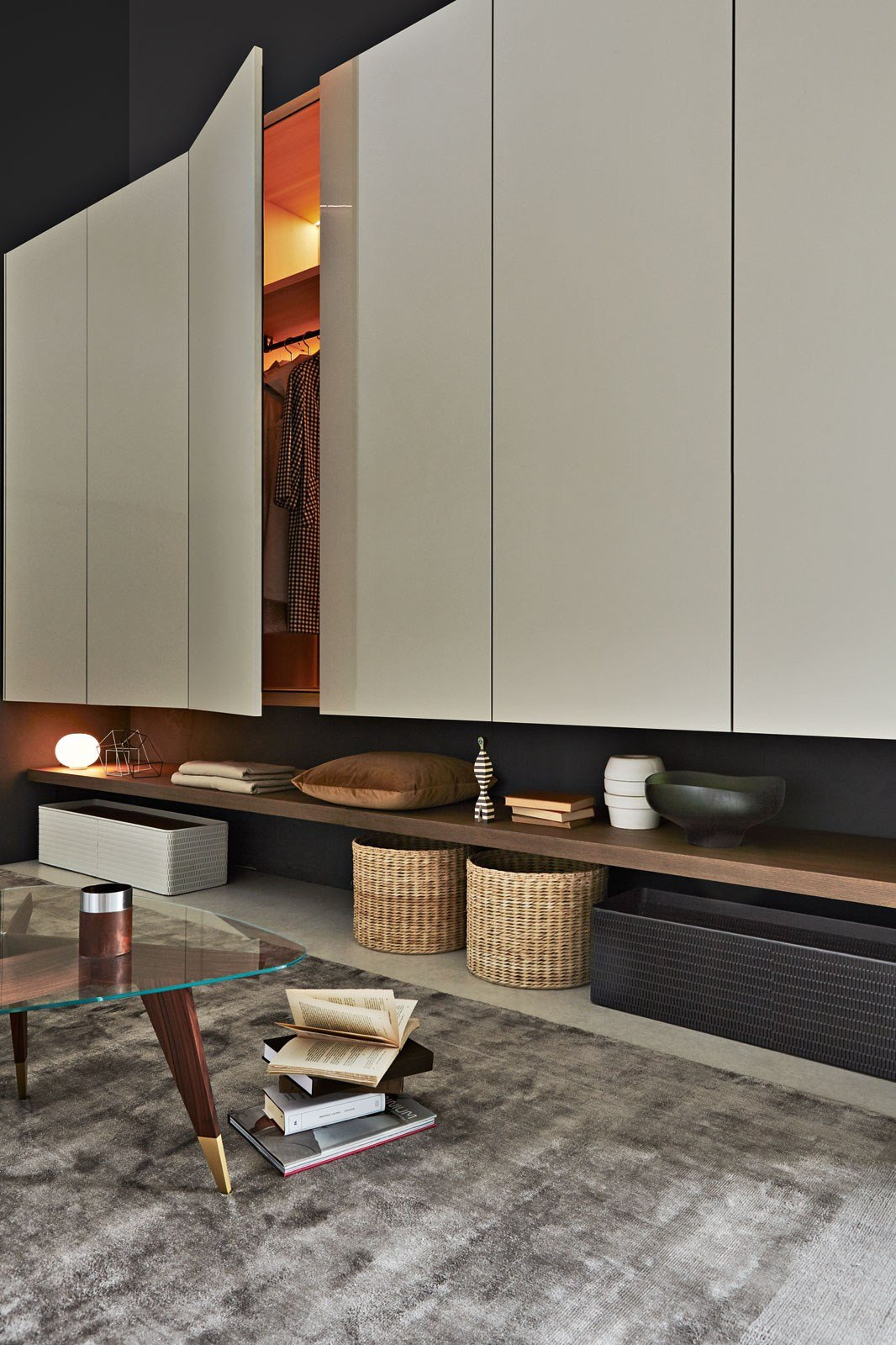 Lacquered wardrobe with drawers gliss up by molteni c for Molteni furniture