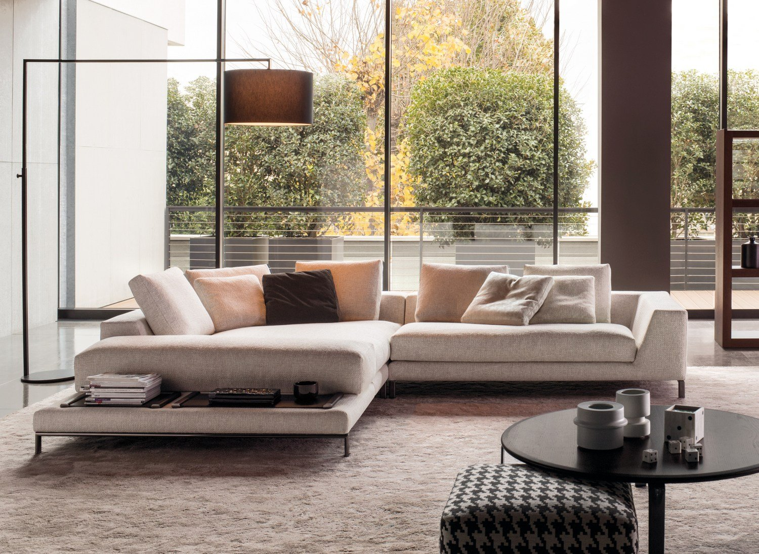 hamilton islands by minotti. Black Bedroom Furniture Sets. Home Design Ideas
