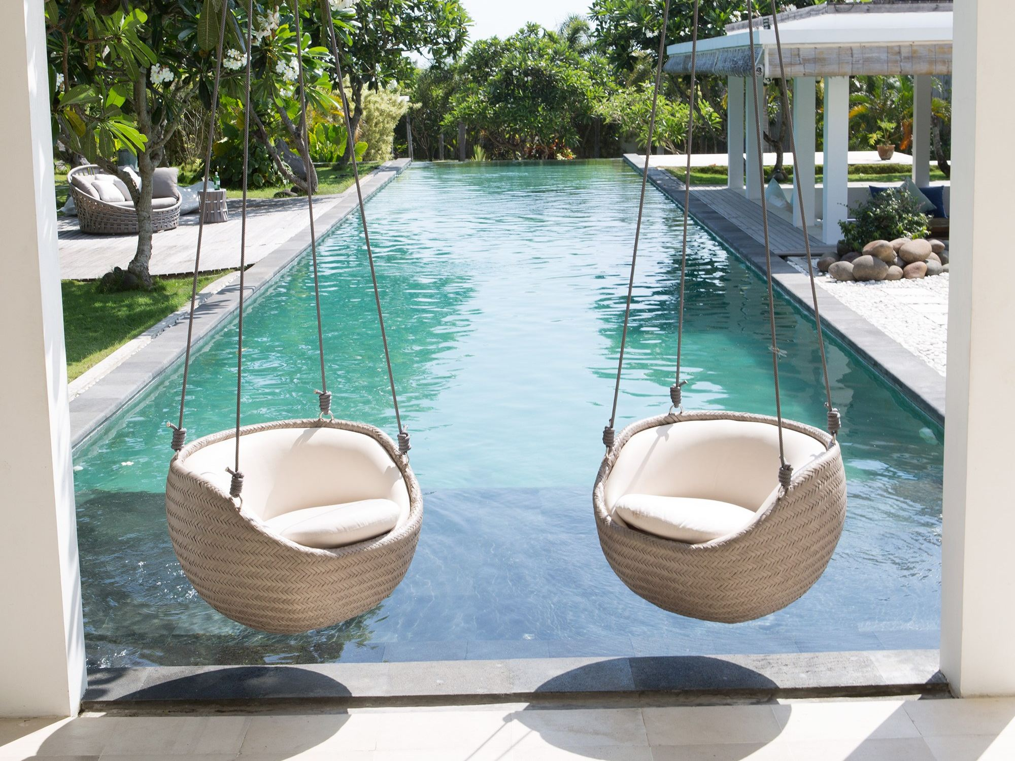 Hanging chair easy 23295 by skyline design for Outdoor furniture designers