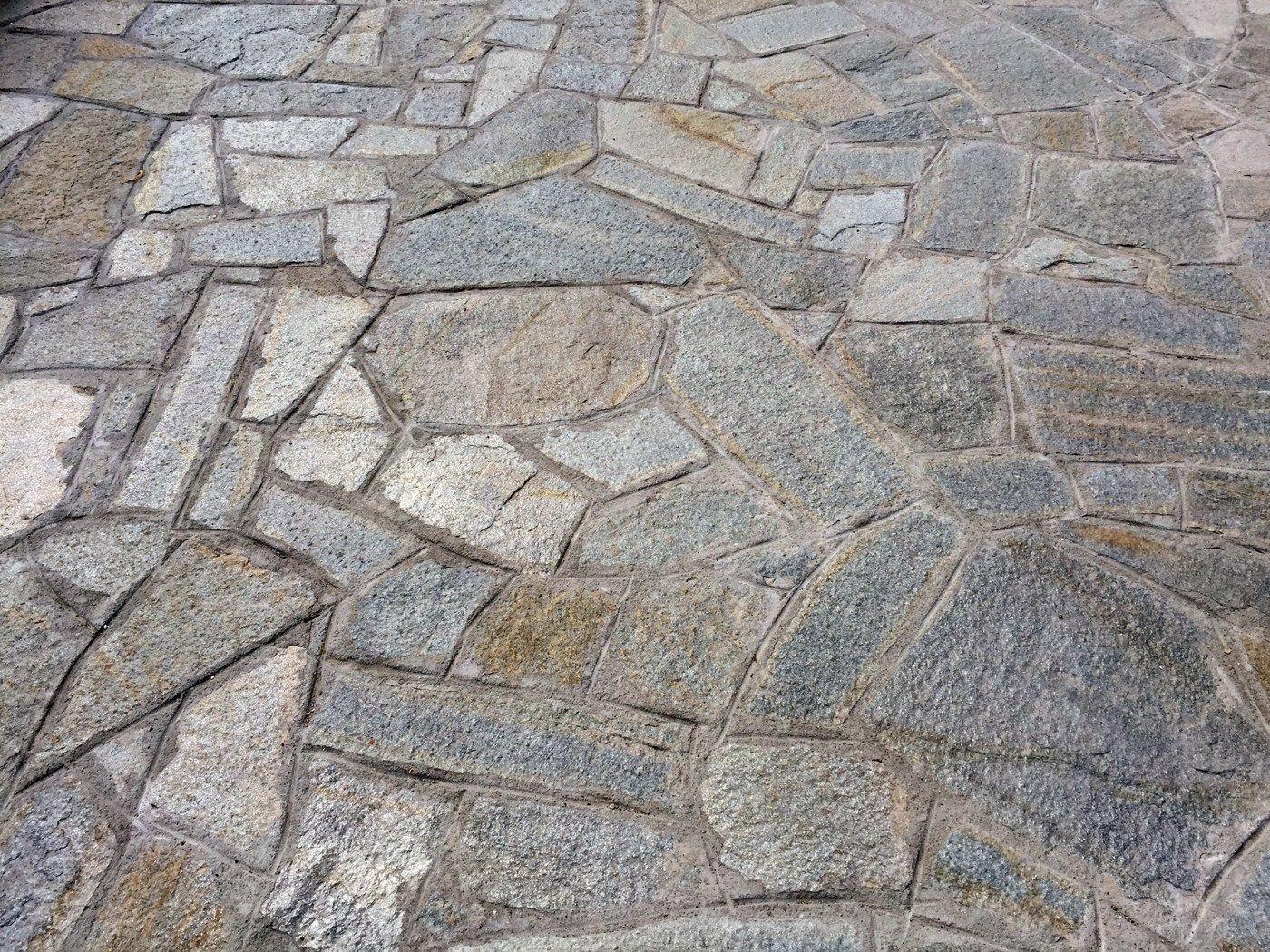 Rev tement de sol en pierre naturelle jolly grigia by b b - Pavimentos de piedra natural ...