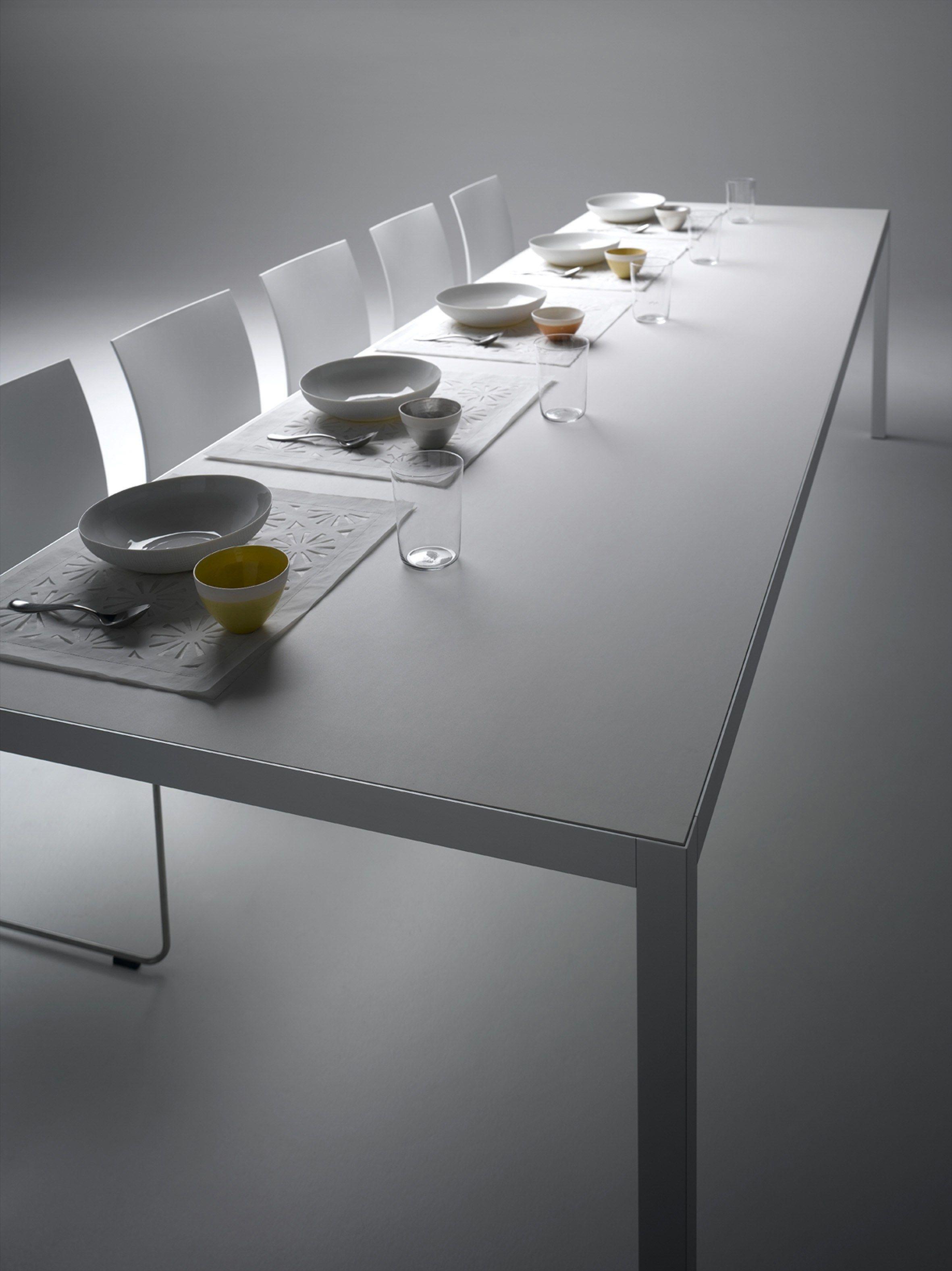 ausziehbarer tisch aus aluminium keramik by mdf italia. Black Bedroom Furniture Sets. Home Design Ideas