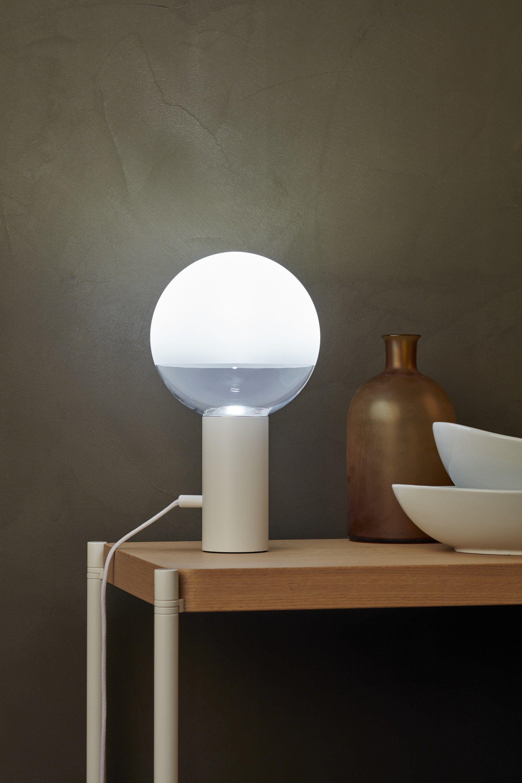 Lampada da tavolo a led kuula by thonet design uli budde - Lampada led design ...