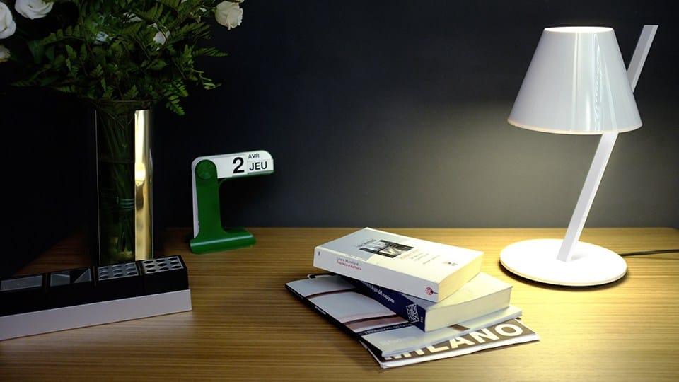 Lampada da scrivania a LED a luce diretta LA PETITE by Artemide Italia design Quaglio Simonelli     -> Lampada Petit Artemide