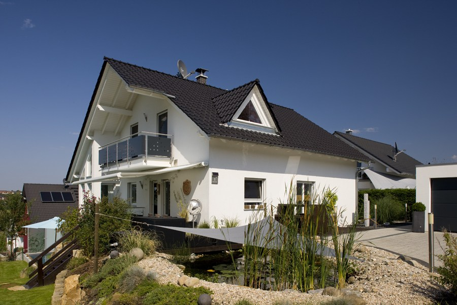 wooden house la spezia by spazio positivo by rensch haus. Black Bedroom Furniture Sets. Home Design Ideas