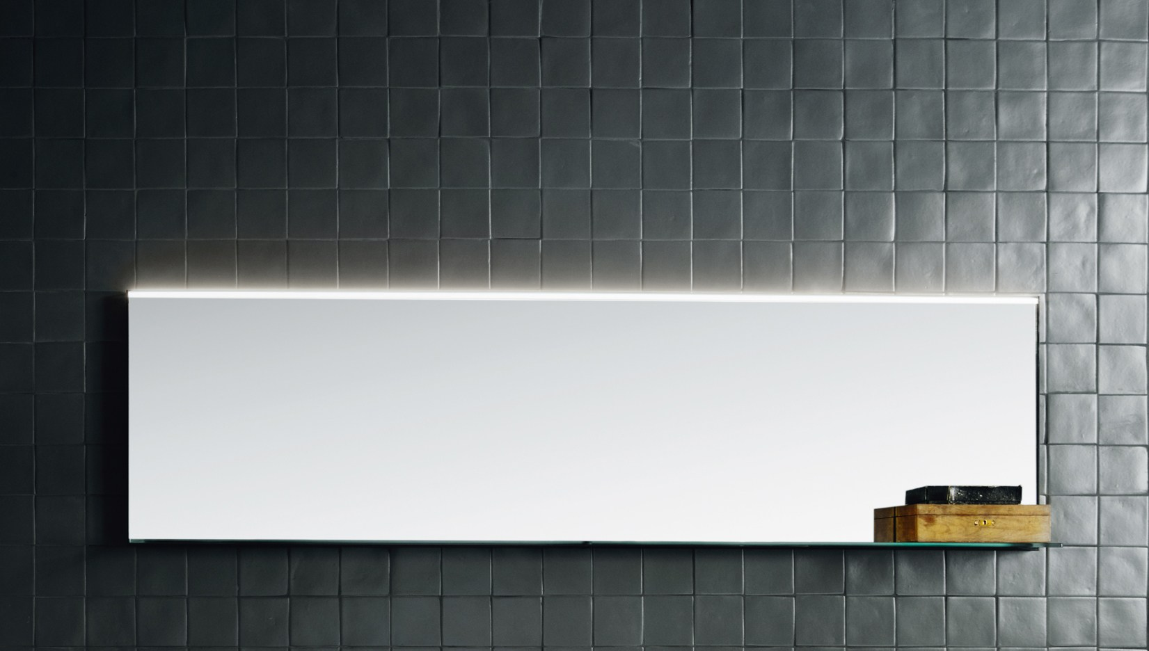 wall mounted mirror with integrated lighting led line by boffi. Black Bedroom Furniture Sets. Home Design Ideas